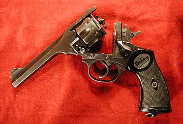Webley Mark IV, open